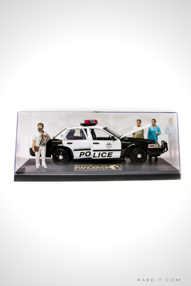 Exclusive Elite Edition 'THE HANGOVER-2000 FORD CROWN VICTORIA POLICE' Die-Cast Car Display Set