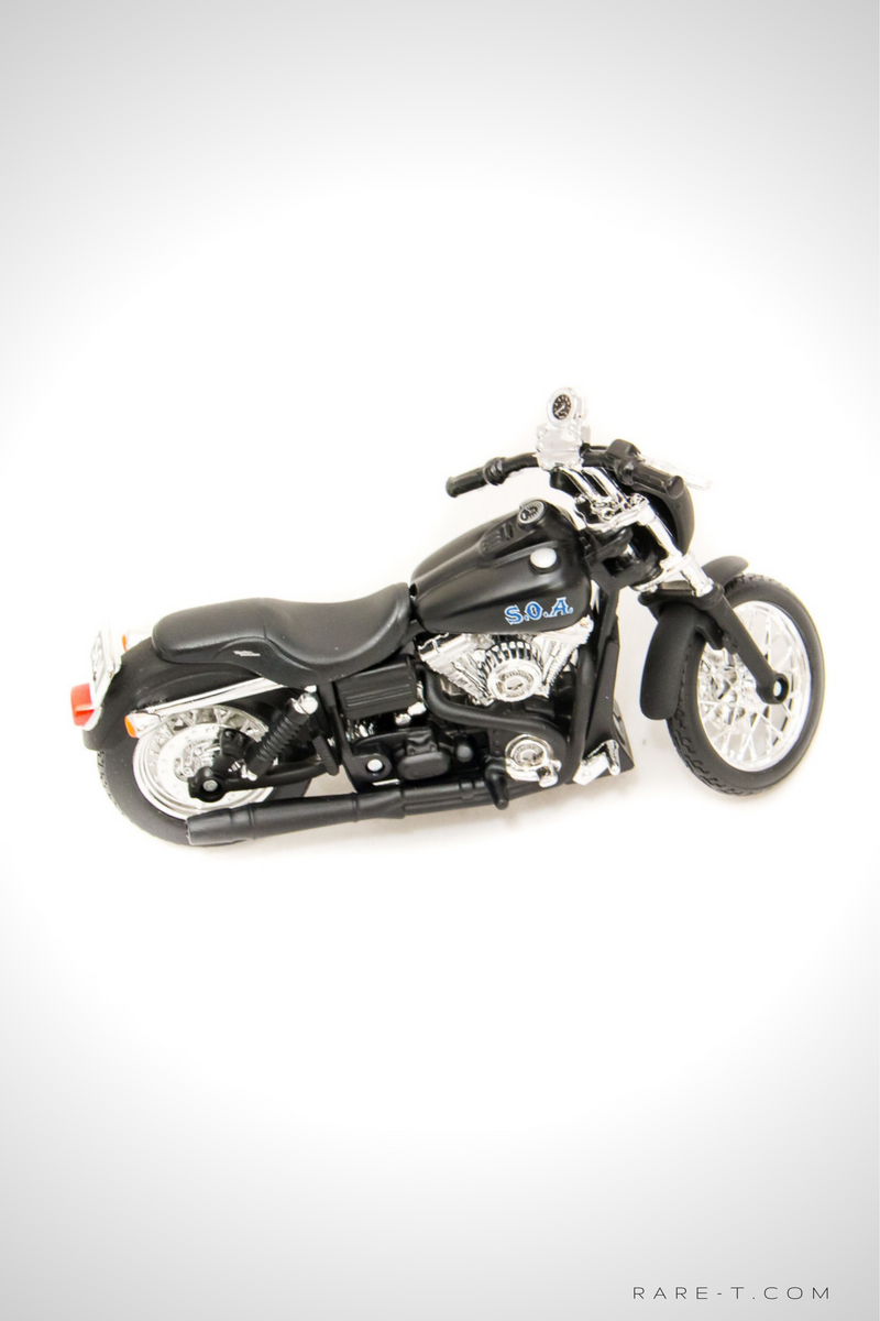 Collectors 'SONS OF ANARCHY - TIG'S 2006 FXDBI Dyna Street Bob' Die-Cast Motorcycle