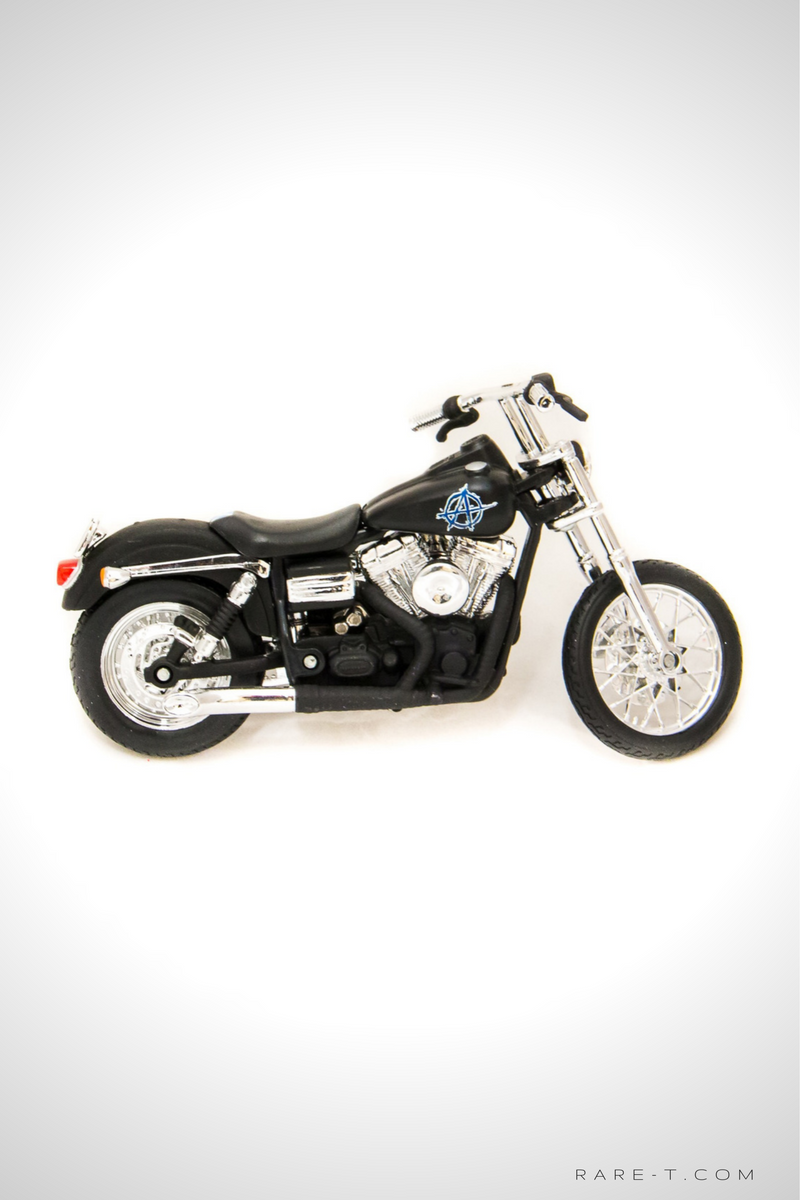 Collectors 'SONS OF ANARCHY - CHIBS' 2006 FXDBI Dyna Street Bob' Die-Cast Motorcycle