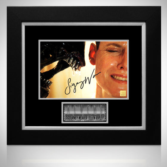 ALIENS Hand Signed by SIGOURNEY WEAVER RARE-T Exclusive Custom Frame