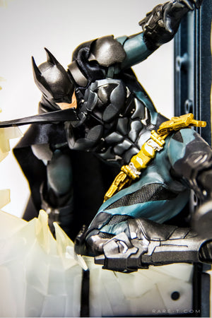 RARE-T | First Modular Base Sculpted BATMAN - ARKHAM KNIGHT Statue close up