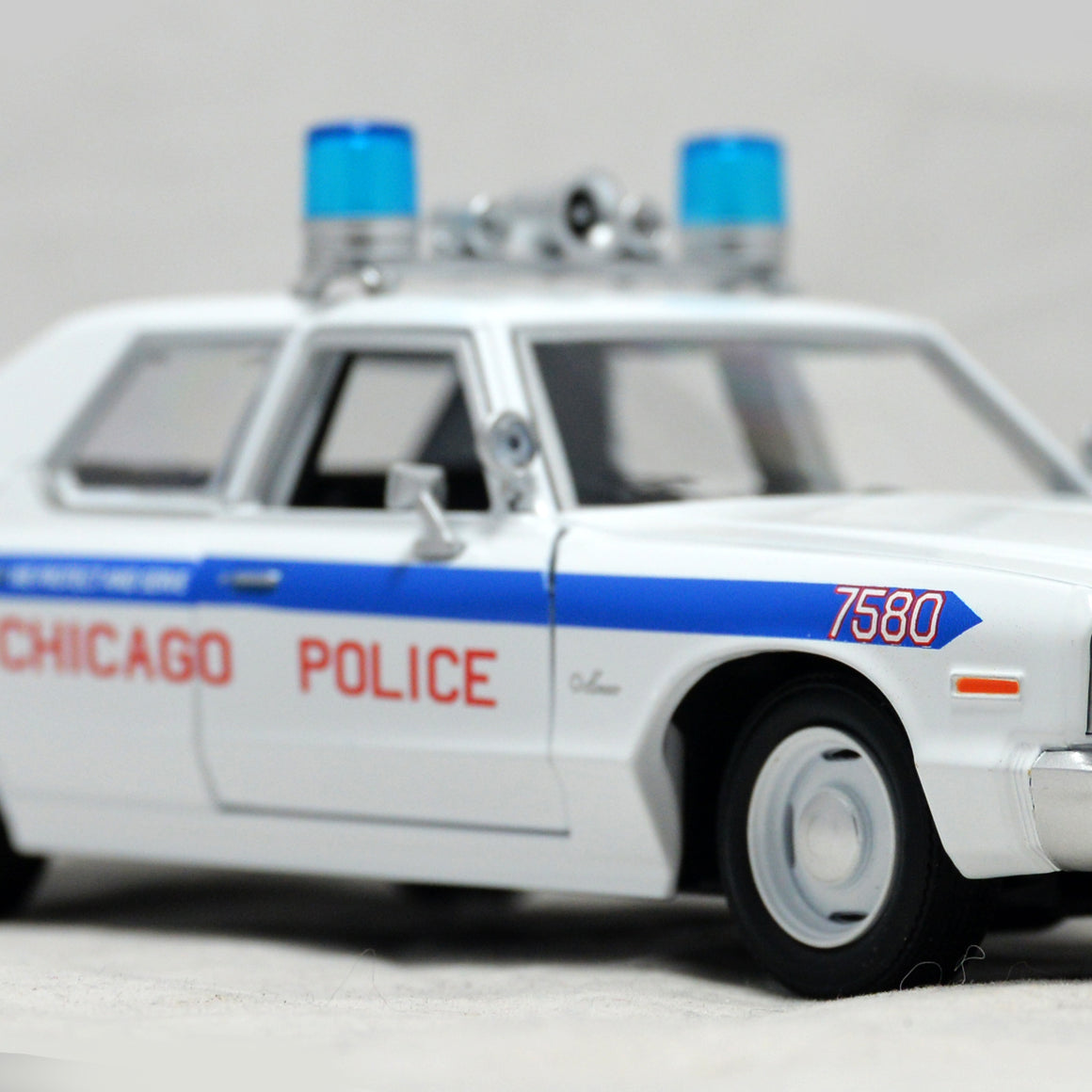 BLUES BROTHERS - 1975 DODGE MONACO CHICAGO POLICE 1/24 Die Cast Car Exclusive Elite Edition Custom Display