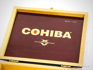 RARE-T | Wooden Oxblood Cigar Box 'COHIBA - EXRA VIGOROSO'. Great looking, elegant oxblood piece top decorated with the iconic COHIBA - EXRA VIGOROSO gold logo.