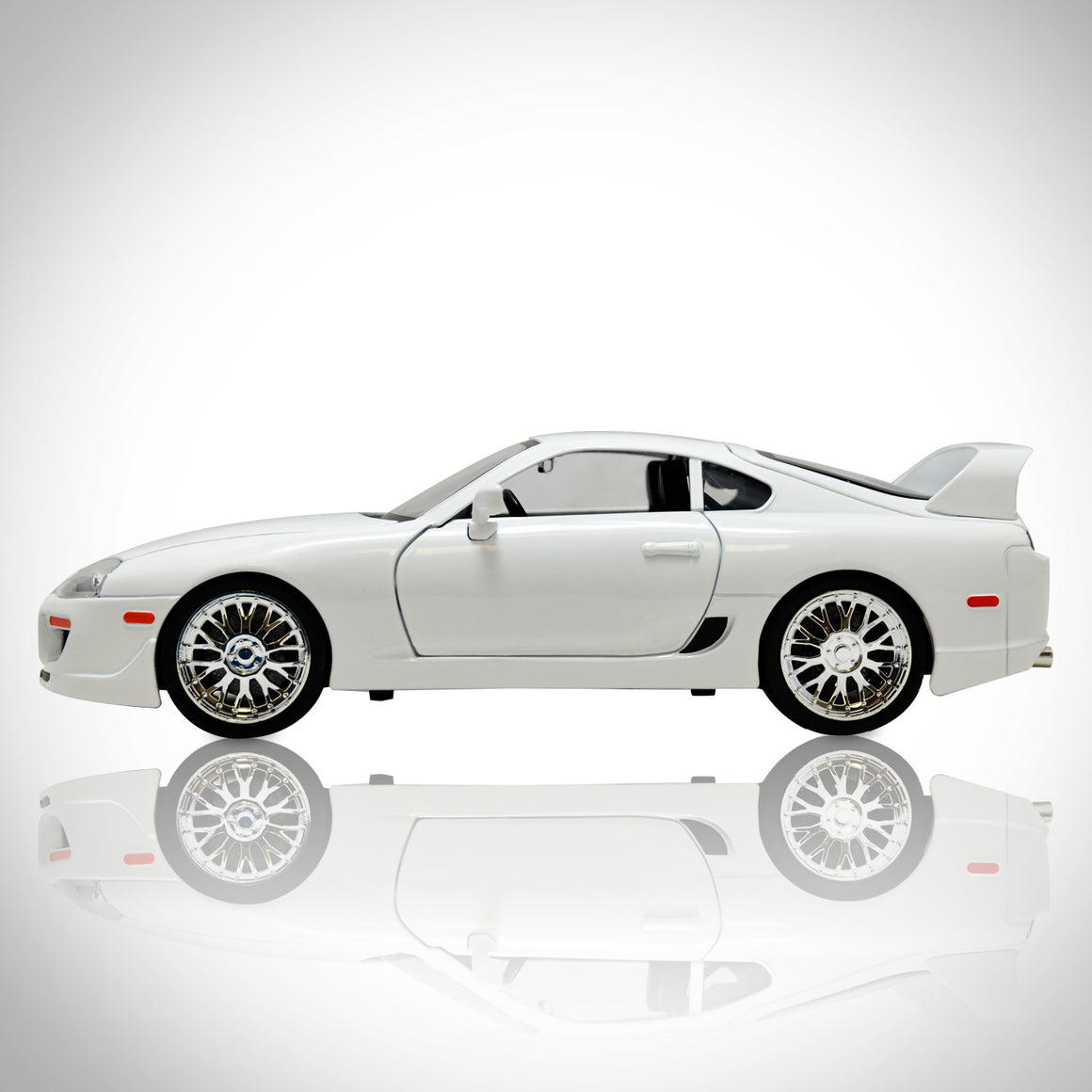 FAST & FURIOUS - BRIAN'S WHITE SUPRA 1/18 Exclusive Elite Edition  Die-Cast Car Display Set