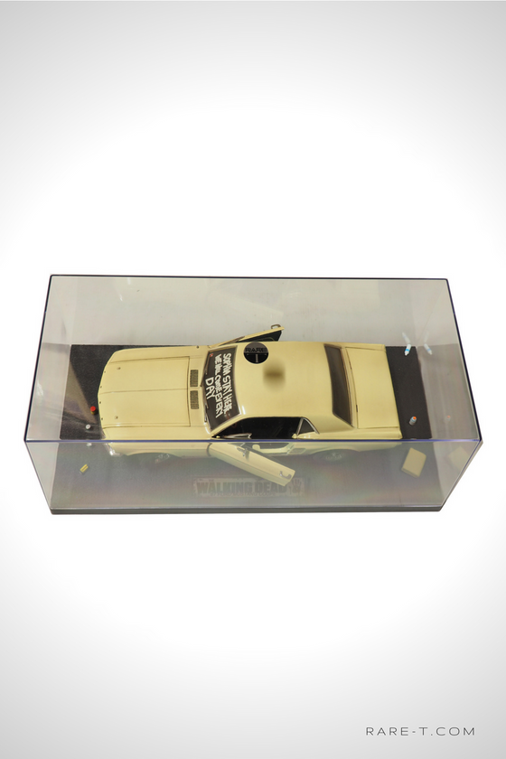 Exclusive Elite Edition 'WALKING DEAD - 1967 MUSTANG COUPE' Die-Cast Car Display Set