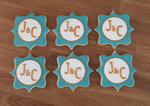 Plaque with Initials - Baking Fun - www.bakingfun.ca