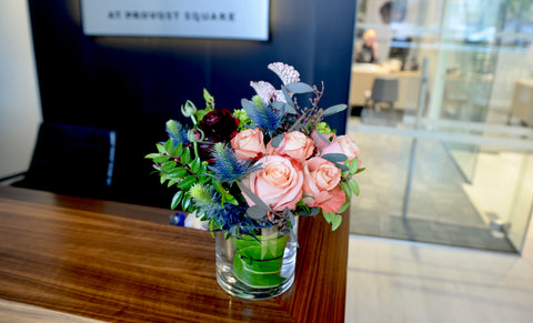 Jersey-City-florist-Florious-weekly-flower-delivery-Subscription-front-desk-flower-bouquet