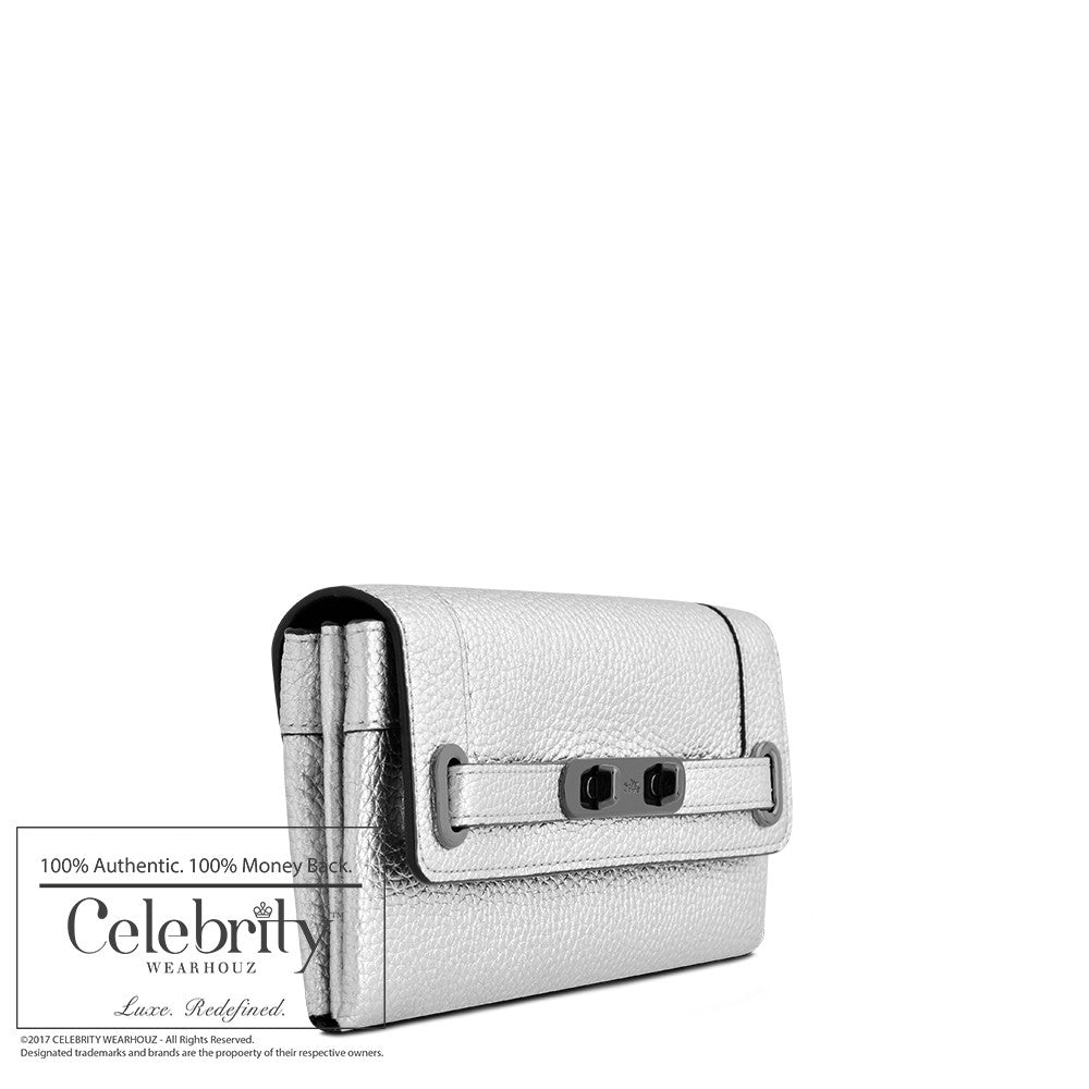 Coach Swagger Wallet in Pebbled Leather in Silver
