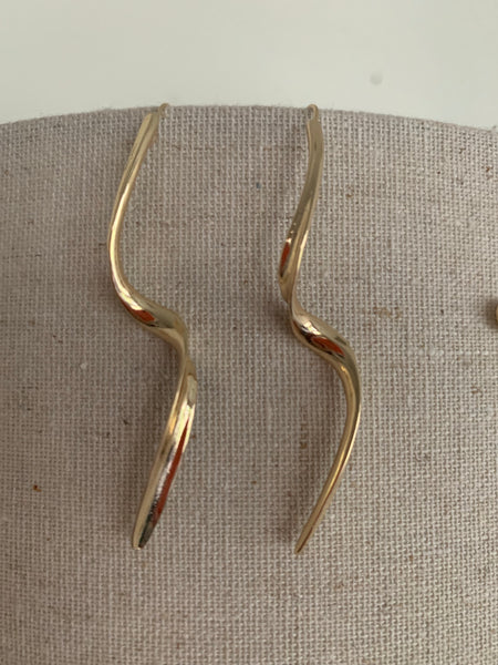 The Simple Twist Earrings