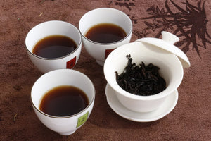 cups and gaiwan with ripe pu-erh tea