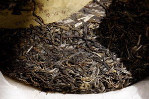 Pu-erh tea cake with leaf nefei