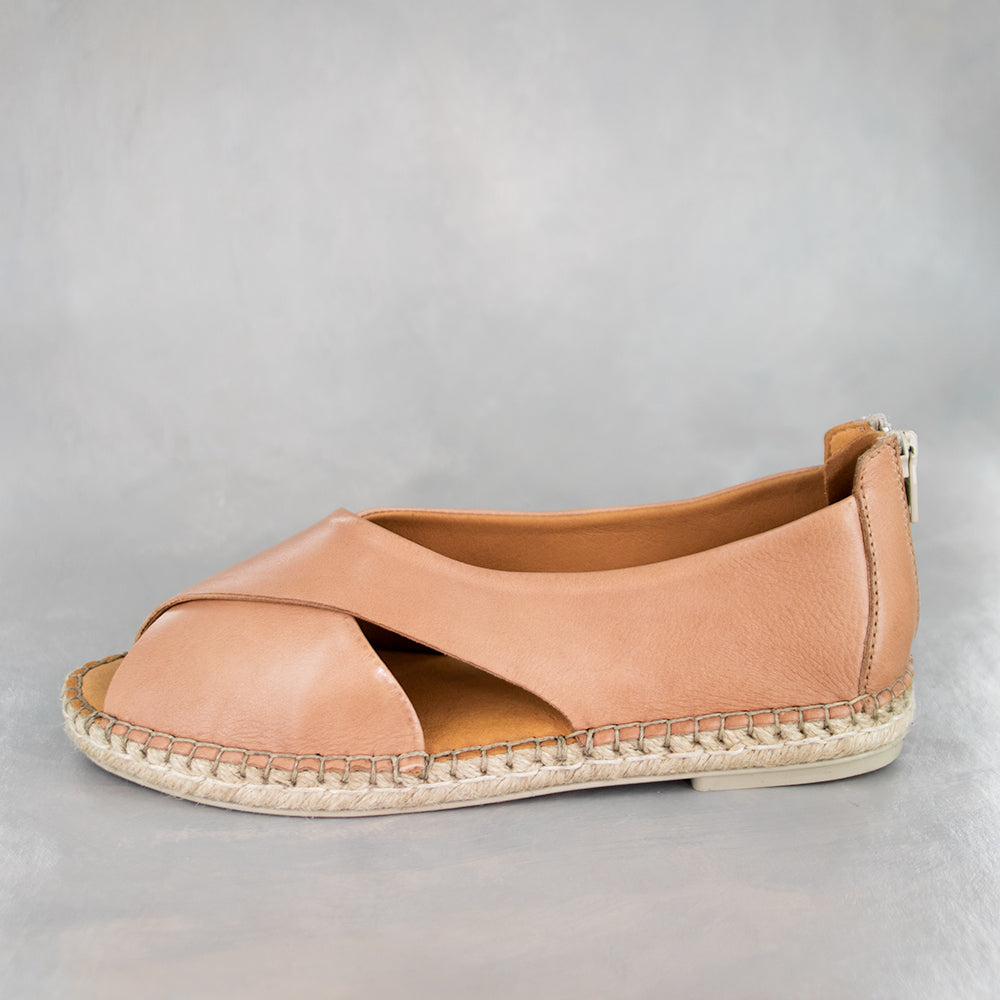 Chachisa : Ladies Leather Espadrille Shoe in Tan Vintage