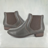 Semvula : Ladies Leather Ankle Boots in Choc Relaxa