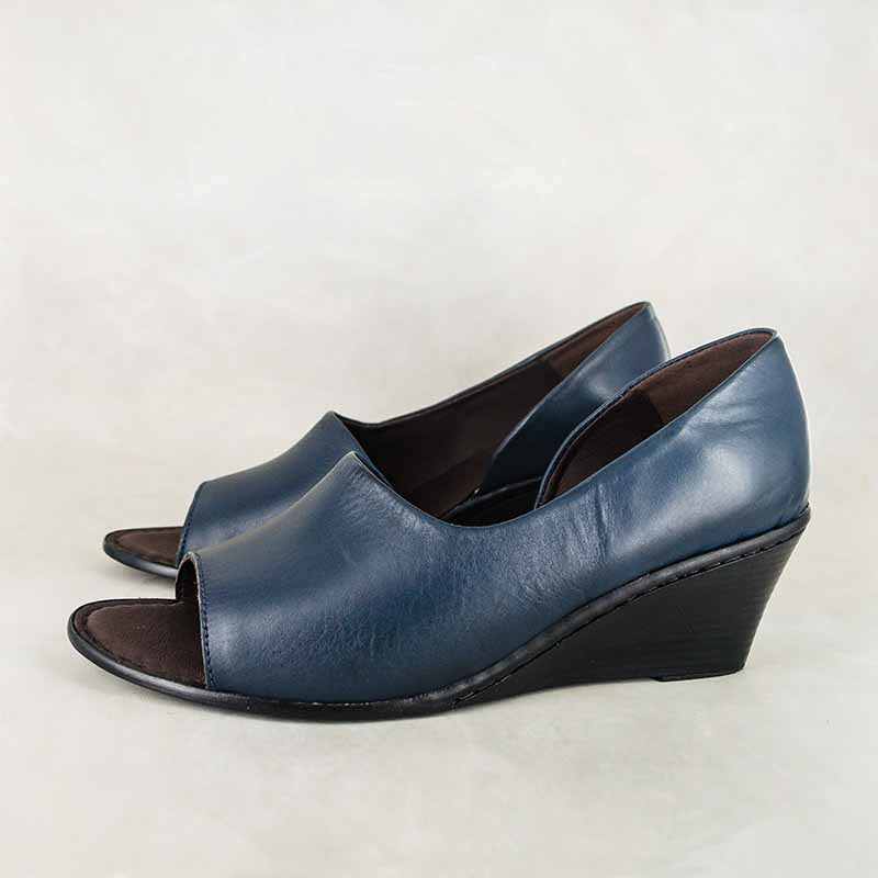 Ongavumi : Ladies High-Heeled Wedge Leather Sandal in Navy Relaxa