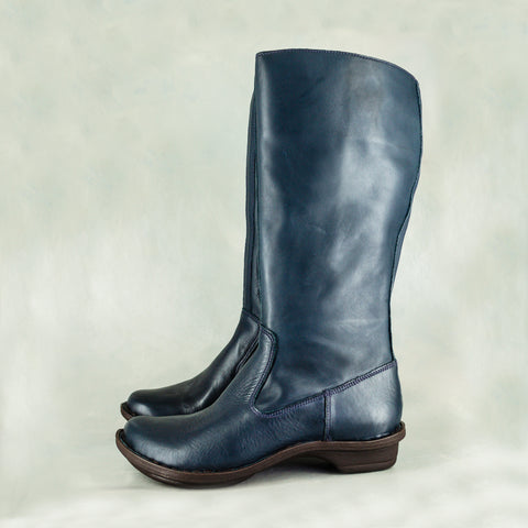 Yisimanga : Ladies Suede Boot in Navy Madrid