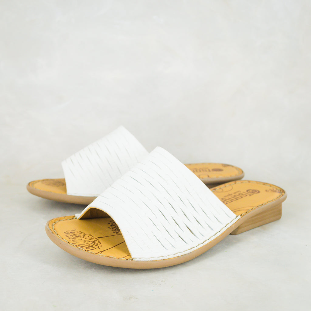 Umbambeli : Ladies Leather Sandal in White Cayak