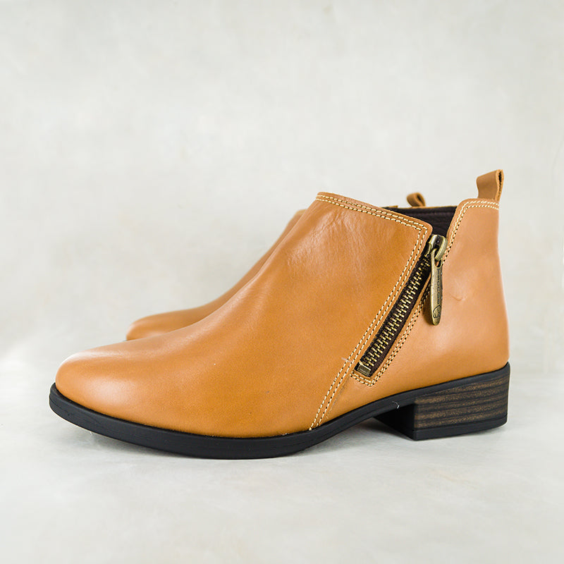 Konka : Ladies Leather Ankle Boots in Hazel Relaxa