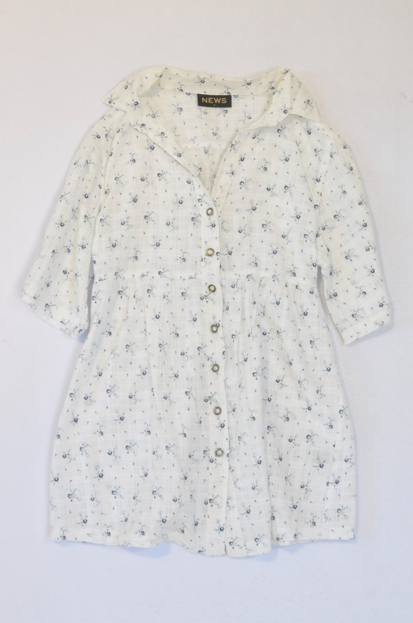 News White With Blue Flower Detail Button Up Shirt Women Size 8