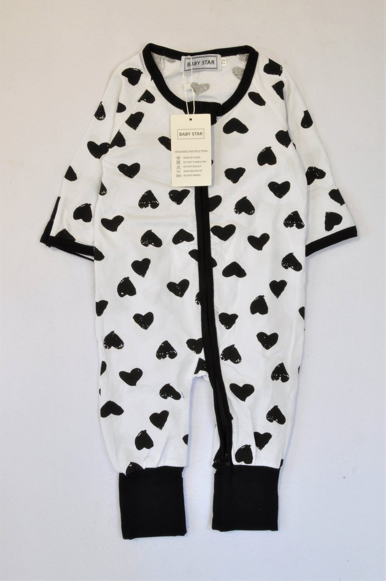 New Baby Star White & Black Heart Stamp Double Zip Onesie Girls 12-18 months