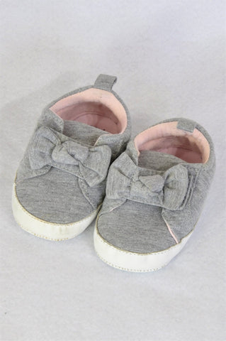 Pick 'n Pay Grey Bow Velcro Strap Soft Soled Shoes Girls Infant Size 2