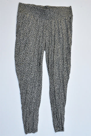 H&M Black & Cream Small Leaf Pattern Threaded Flowy Maternity Pants Size M