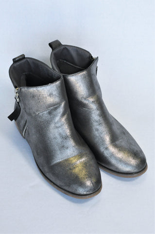 H&M Grey Shimmer Boots Girls Youth Size 4
