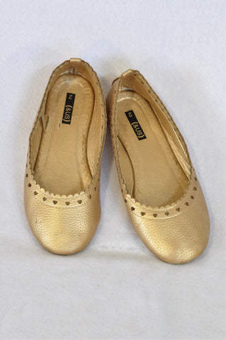 Woolworths Size 2 Gold Eyelet Trim Pump Shoes Girls 6-8 years
