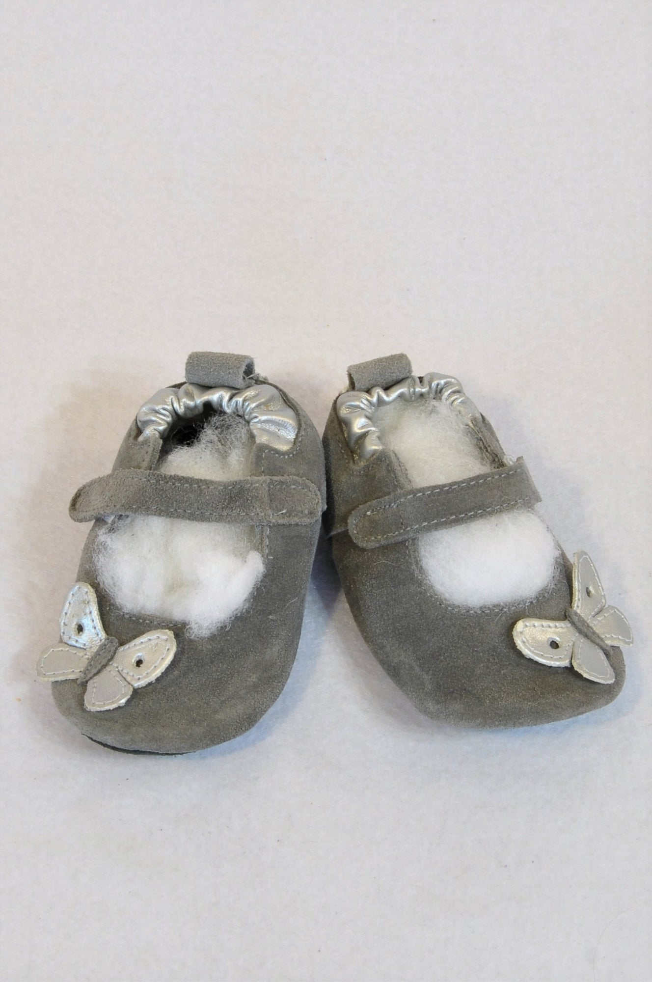 New Shooshoos Size 2/3 Grey Suede Silver Butterfly Velcro Strap Soft Sole Shoes Girls 6-12 months