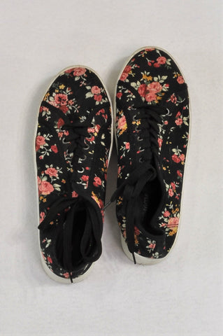 Pick 'n Pay Black Floral Thick Sole Shoes Youth/Women Size 7
