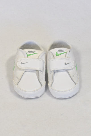 New Nike Size 1.5 White & Green Velcro Shoes Unisex 3-6 months