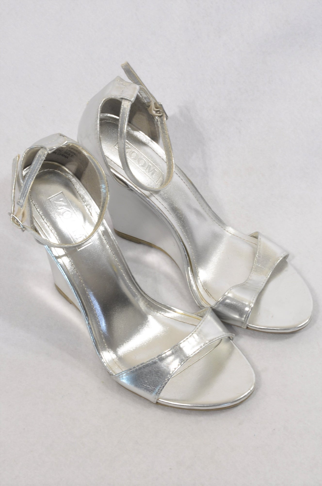 Zoom Silver Wedge Ankle Strap Shorts Women Size 6