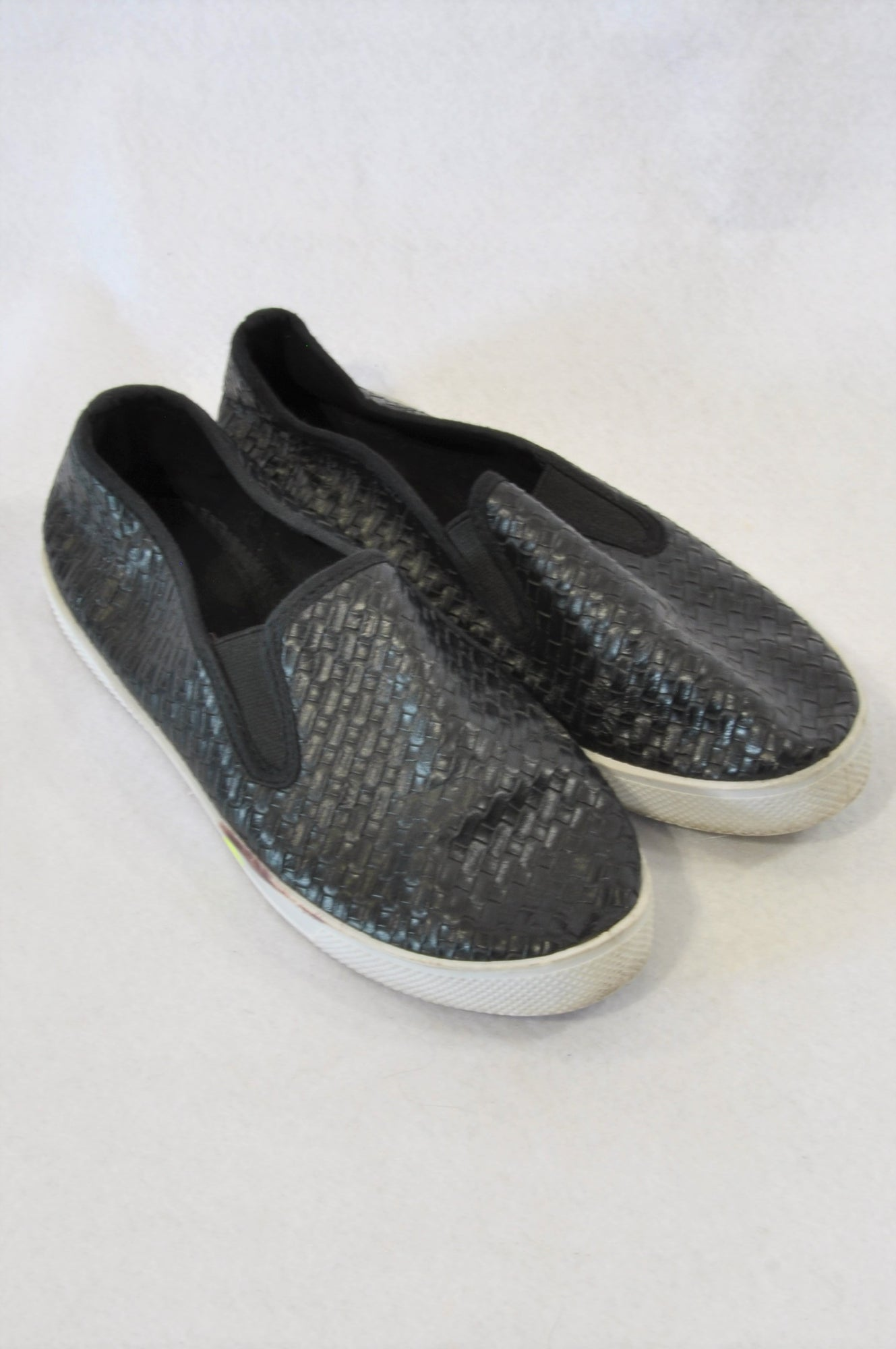 Free 2bu Black Woven Style Slip On Shoes Women Size 4