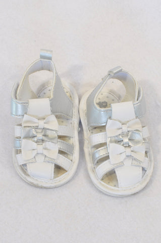 Woolworths Size 2 White & Silver Bow Sandals Girls 6-9 months