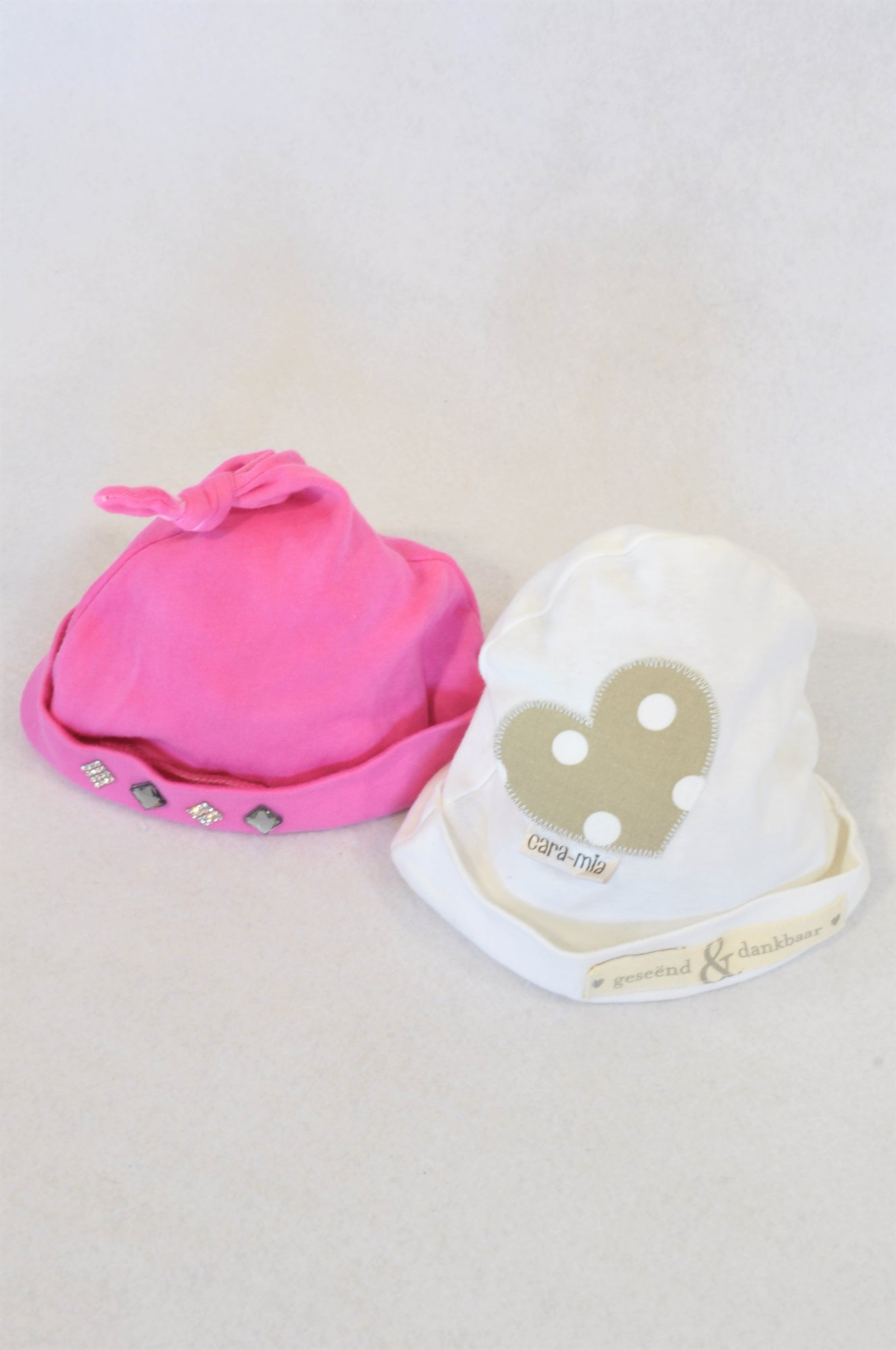 Cara-Mia 2 Pack Pink Diamante Knot & White Heart Patch Geseend & Dankbaar Beanies Girls 3-6 months