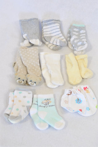 Unbranded Scratch Mits & 8 Pack Socks Unisex 0-6 months