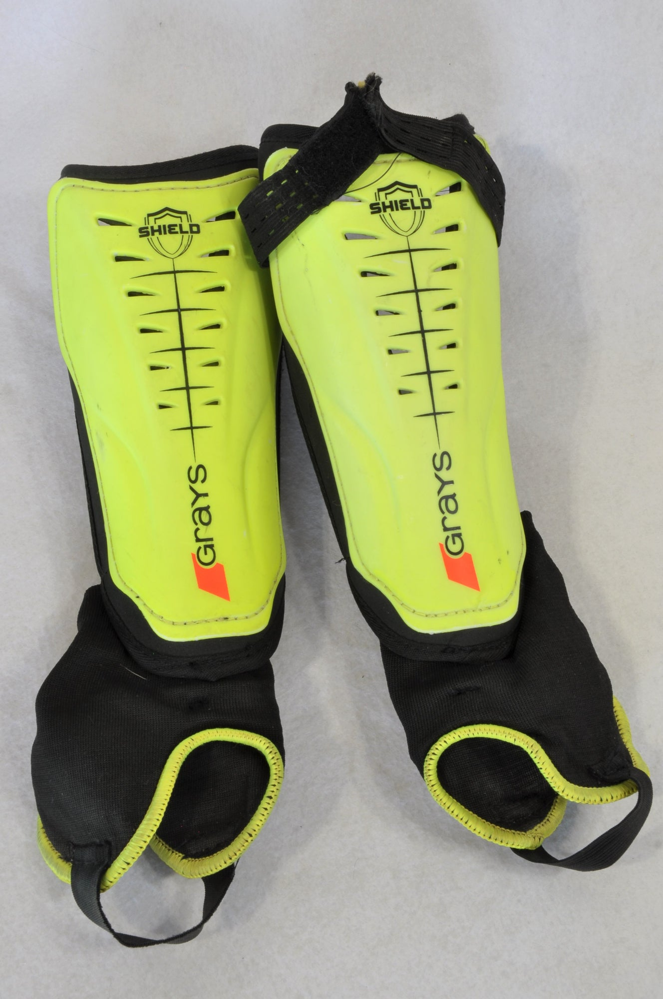 Grays Size Small Black & Yellow Sport Shin Guards Unisex 4-6 years