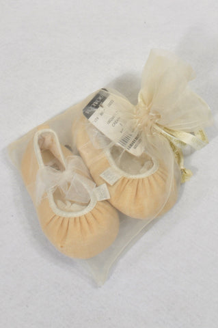 d1d08fdad366 New Woolworths Size 3 Soft Peach Ribbon Tie Shoes Girls 9-12 months
