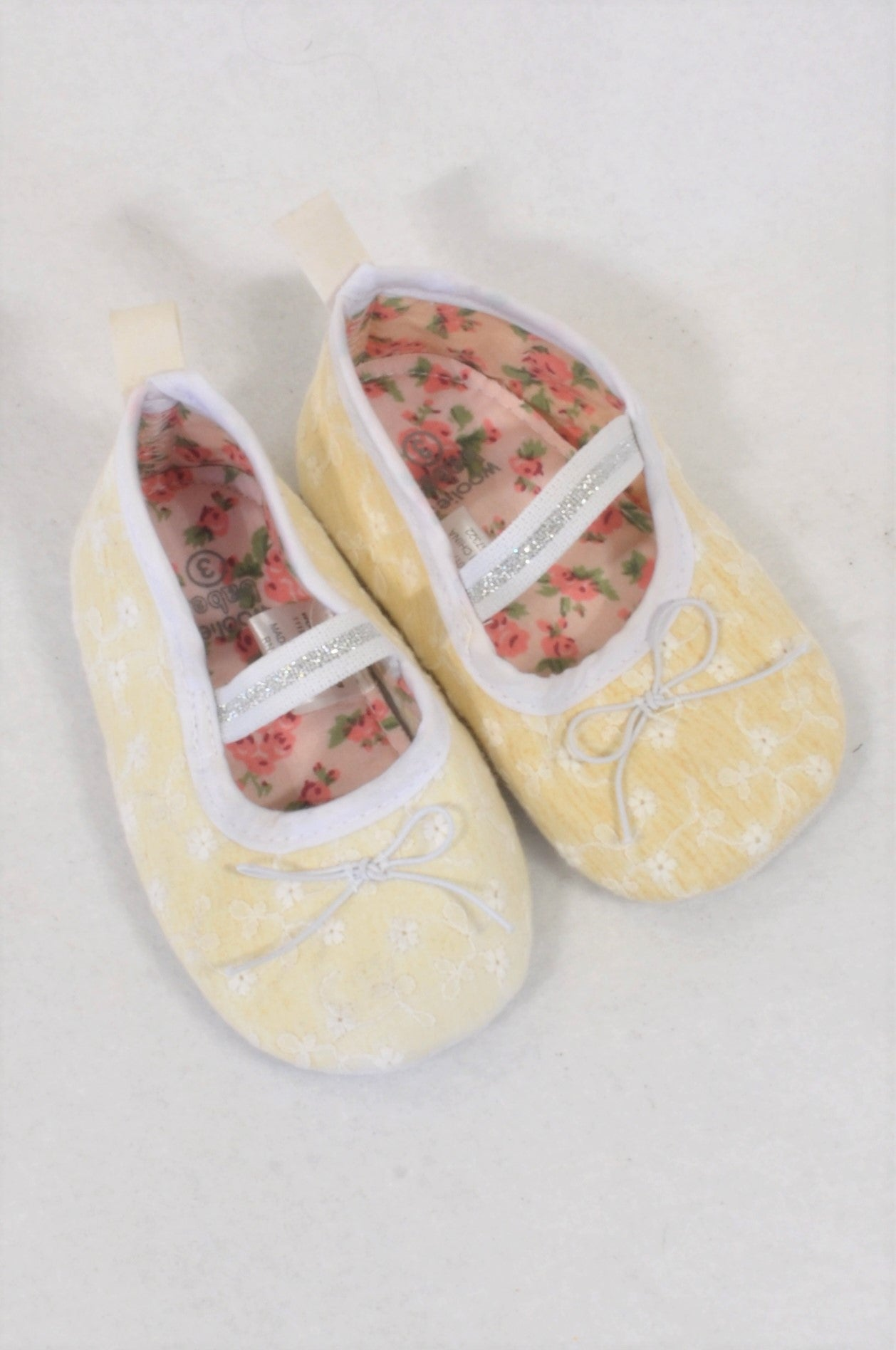 Woolworths Size 3 Embroidered Bow Shoes Girls 9-12 months
