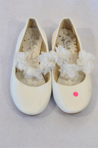 Pick 'n Pay Size 13 White Flower Band Shoes Girls 6-8 years