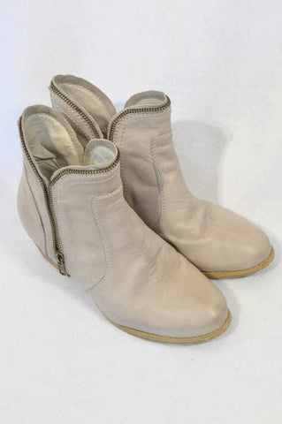 Zoom Stone Leather Zip Detail Ankle Boots Women Size 4