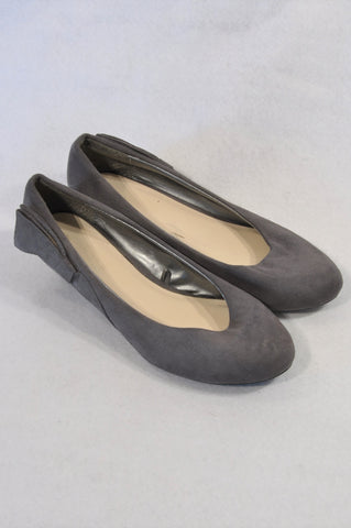 New Woolworths Charcoal Faux Suede Bow Wedge Shoes Women Size 7