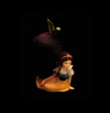NFT Token: Snow White Playing Shy