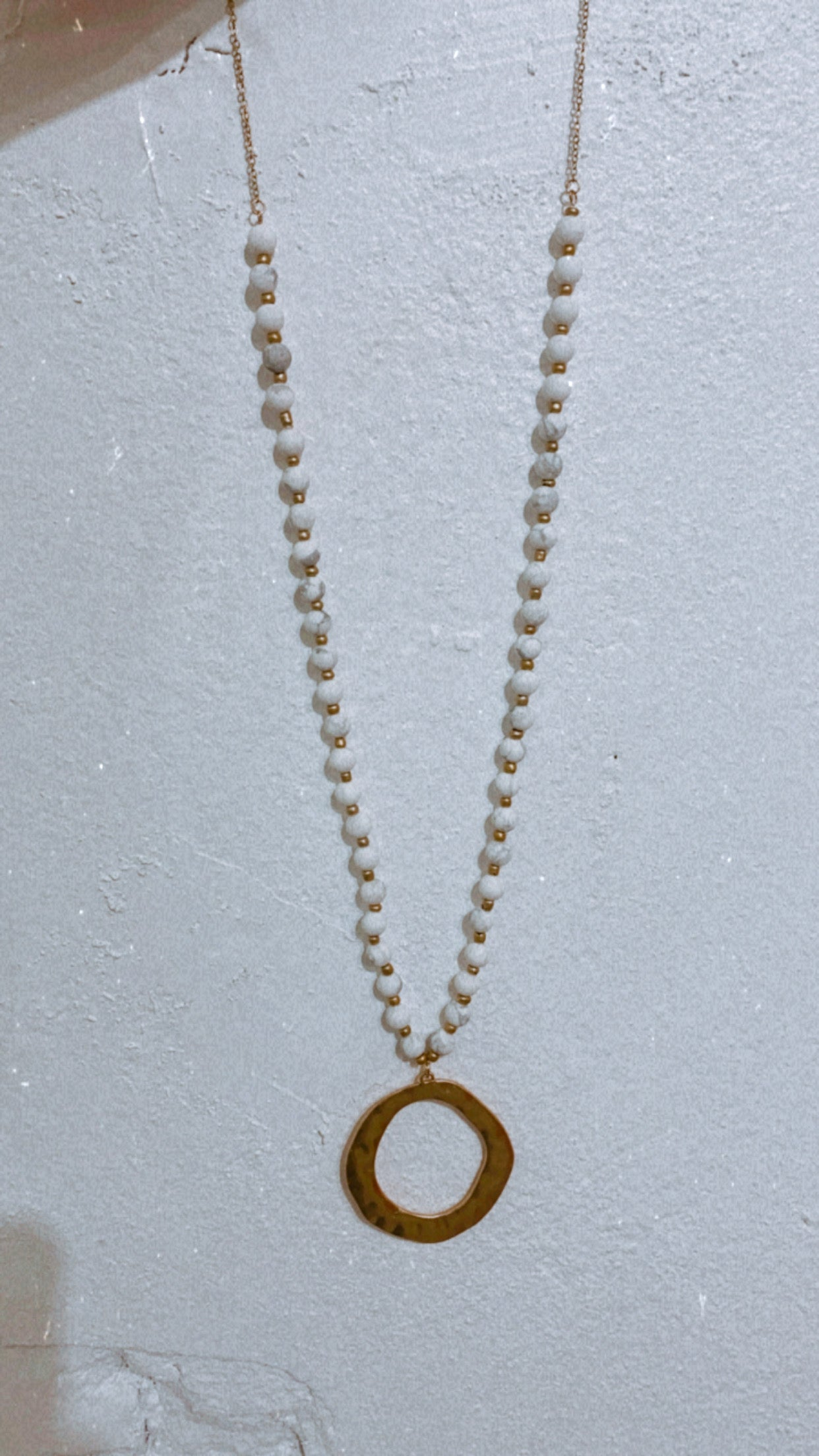 White Stone & Hammered Circle Necklace