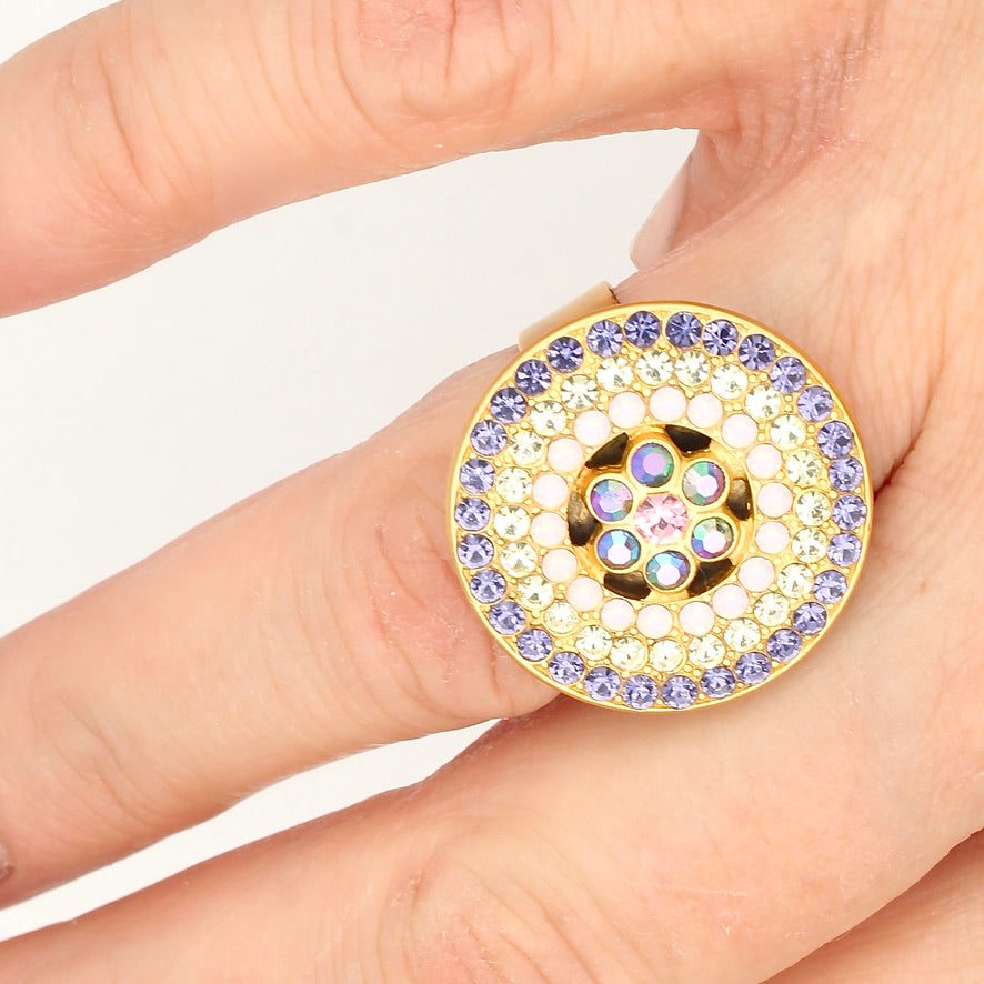 Sweet Summer Round Flower Center Crystal Ring in Gold