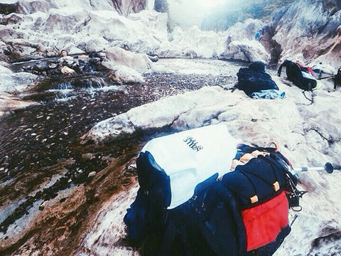 Hull & Stern Dry Bag North Star White in Tinipak River
