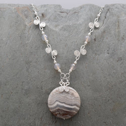 Laguna Lace Agate Sisa Necklace