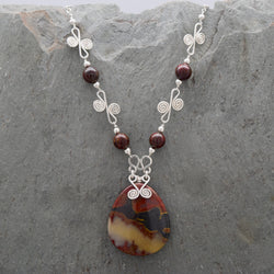 Sisa Red Tiger Iron Necklace