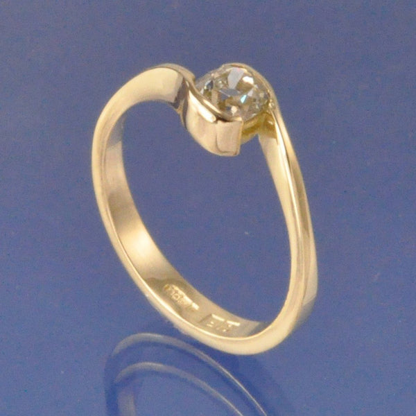 Simple Crossover Diamond Ring