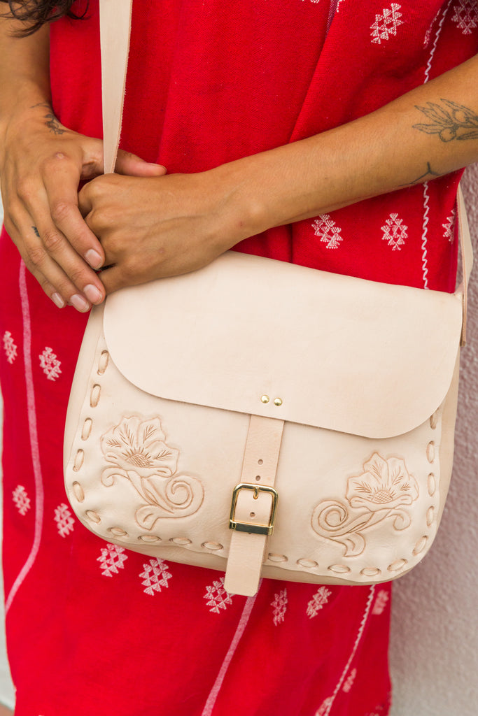 'DOS GARDENIAS' SADDLE BAG // NATURAL