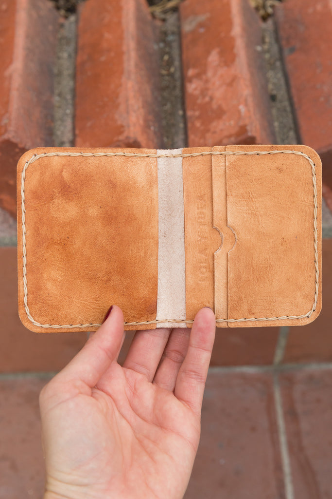 LEATHER CARDHOLDER WALLET // CAMEL